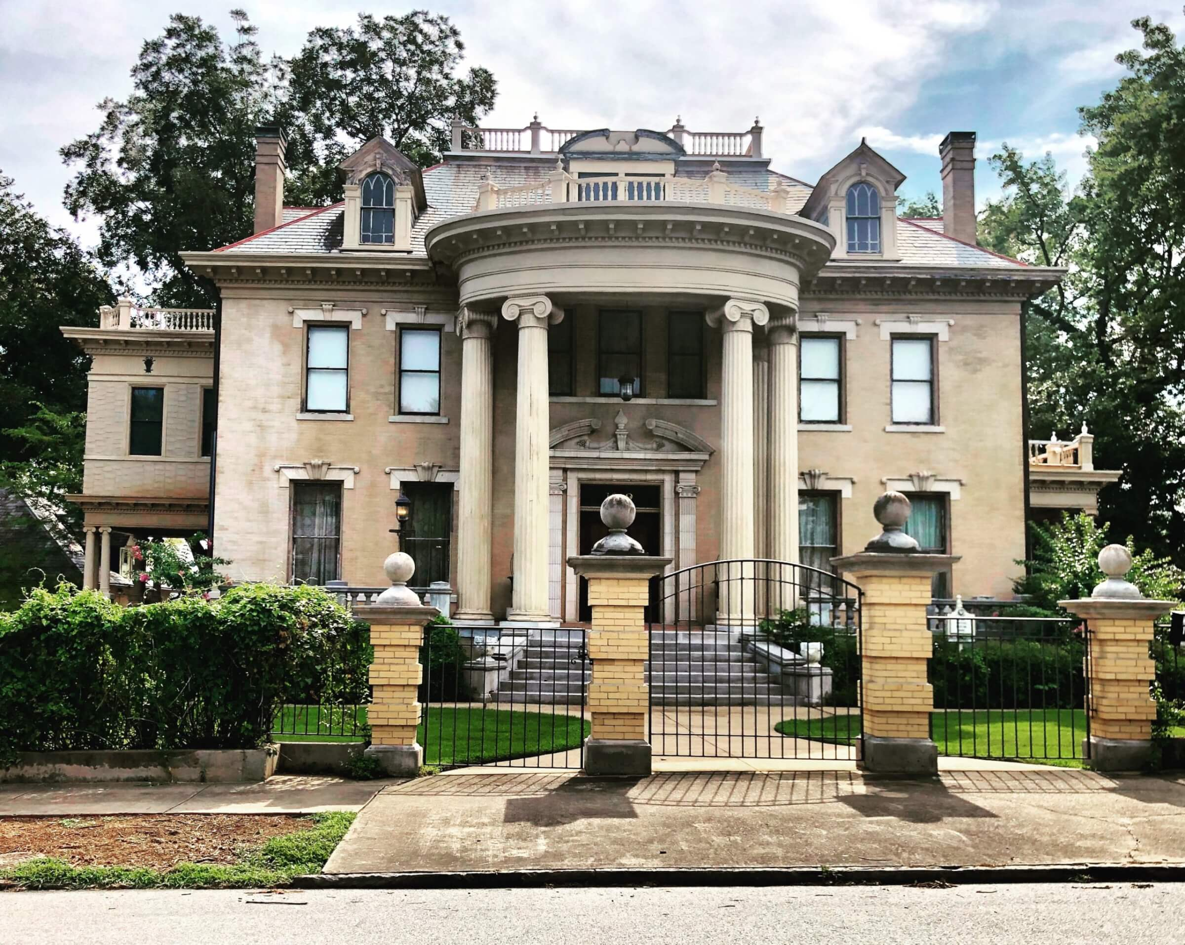 A gorgeous mansion shown on a sunny day, home to one of Matot's high-quality residential dumbwaiters.